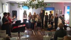 Kõlab Ruhnu kooli õpilaste ja vilistlaste lastelaulude poppurii